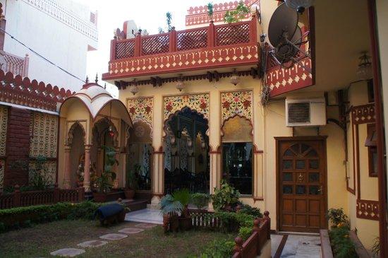 Umaid Bhawan Heritage House Hotel:                   Inisde hotel