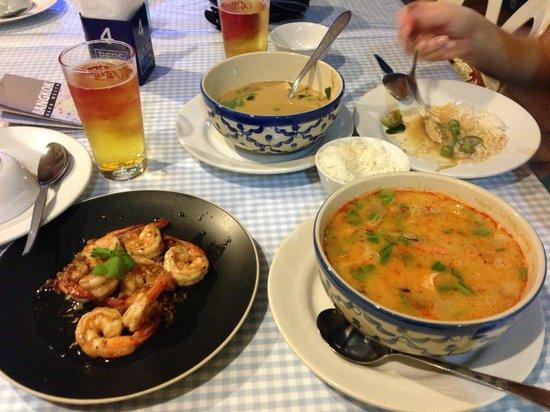 Poj Sapa Kar:                   tom yam kung, shrims, curry