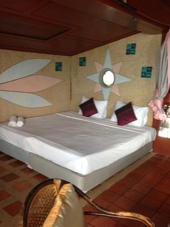 Bangrak Samui Beach Resort :                   Villa 2nd bedroom with seaview