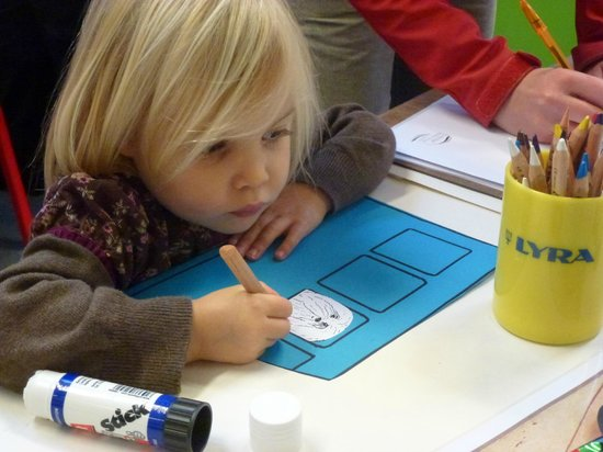 Tunbridge Wells Museum & Art Gallery: Child enjoying a Friday Fun session