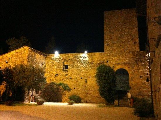 Castello di Petroia : Castello (particolare)
