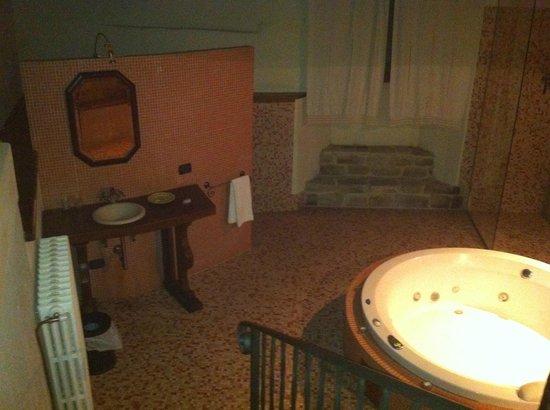 Castello di Petroia: Stanza dell'Uovo Cosmico (oarticolare bagno)