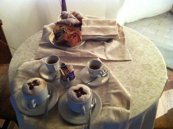 Castello di Petroia: Colazione in camera