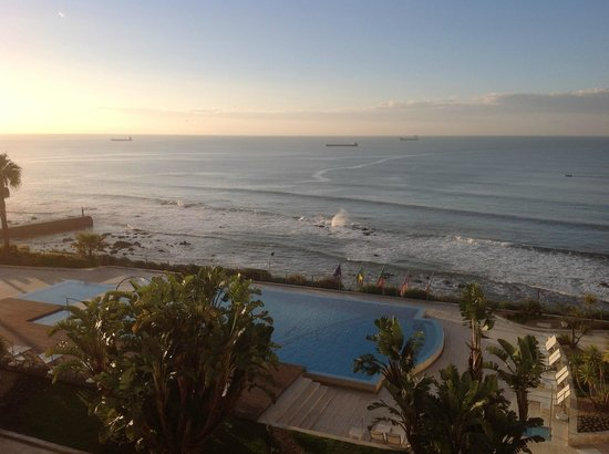 Hotel Cascais Miragem :                   View from Room and the Pool