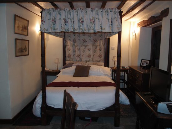 The Moonraker:                   Four Poster bed in Room 12 - very comfortable