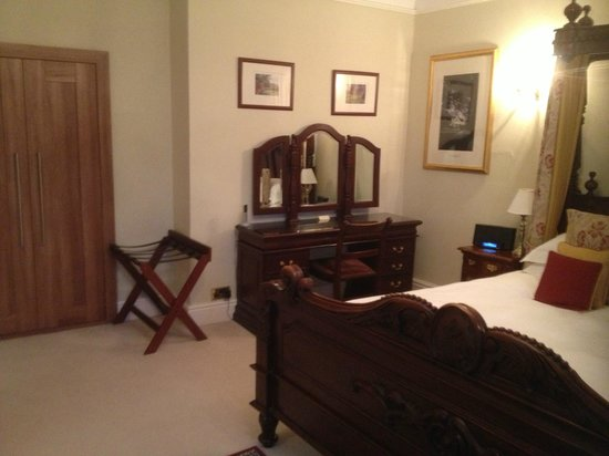 Goldsborough Hall:                   Hanson Suite