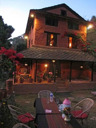 Samari, Nepal: Dinner in garden