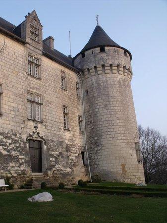Chateau de la Motte:                                     au pied du chateau