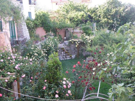 Gattacicova: giardino nel periodo di maggio