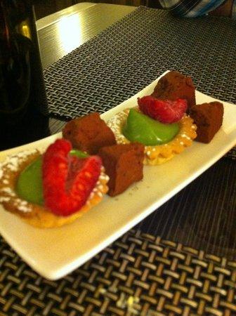 Le Passionne: Post-desserts (mignardises)