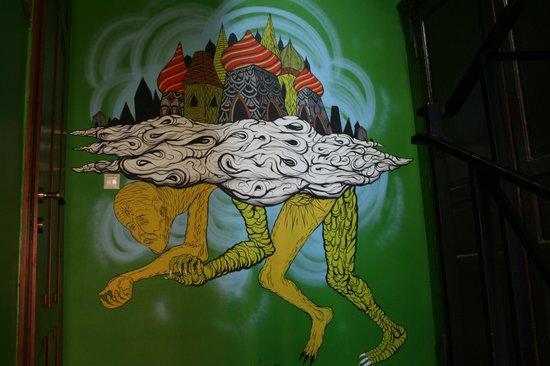 Godzillas Hostel:                   pasillos