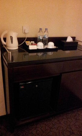 Harmoni One Convention Hotel and Service Apartments:                   Mini Bar