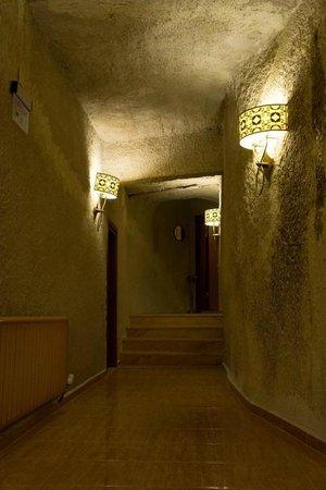 Goreme Kaya Hotel:                   客室の廊下