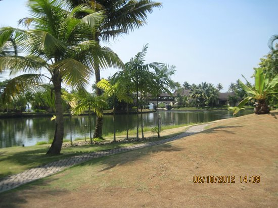The Zuri Kumarakom:                   Along the backwaters