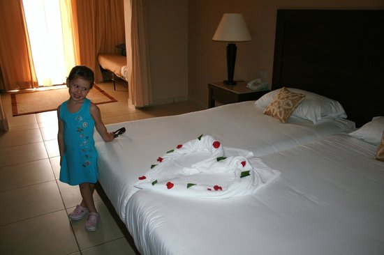 Jaz Dar El Madina:                   la Camera e gli asciugamani del nostro boyroom....
