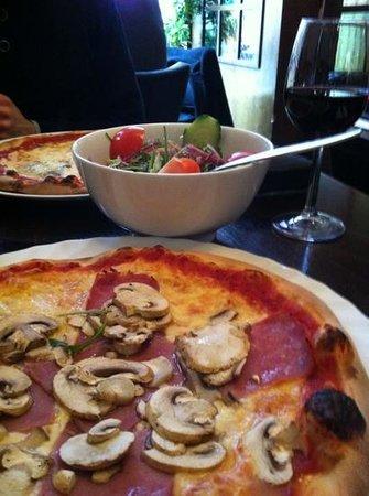 Restaurant Toscana:                                     pizza