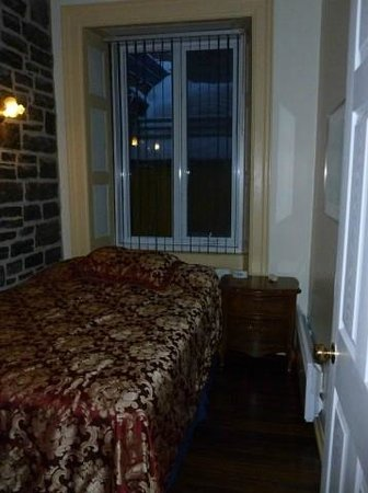 Le Petit Chateau Haldimand:                   Bedroom #1