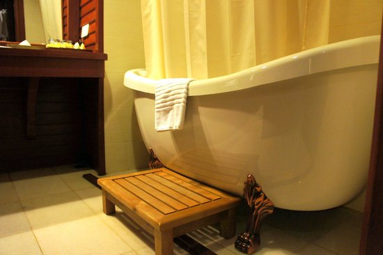 Royal Angkor Resort & Spa:                   Bathroom