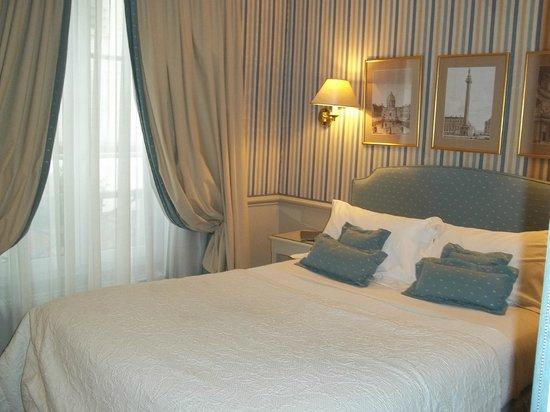 Hotel du Champ de Mars:                   La nostra stanza al primo piano