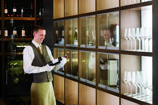 Moevenpick Hotel Stuttgart Airport & Messe: A choice of wines