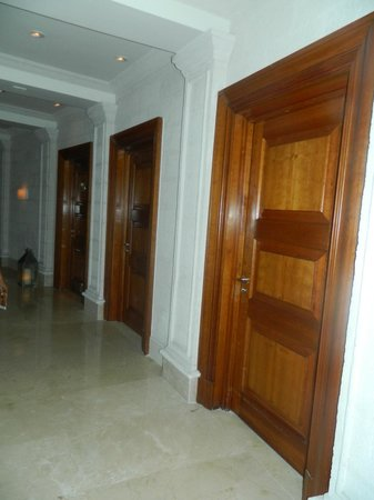 Sandy Lane Hotel:                   The hall way