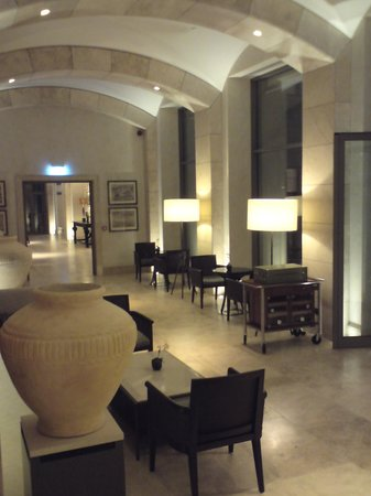The Romanos Resort, Costa Navarino:                   Hotel lobby