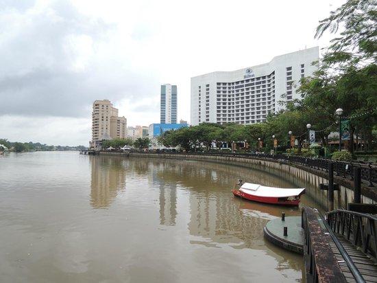 هيلتون كوشنج:                                     Hilton Kuching                                  