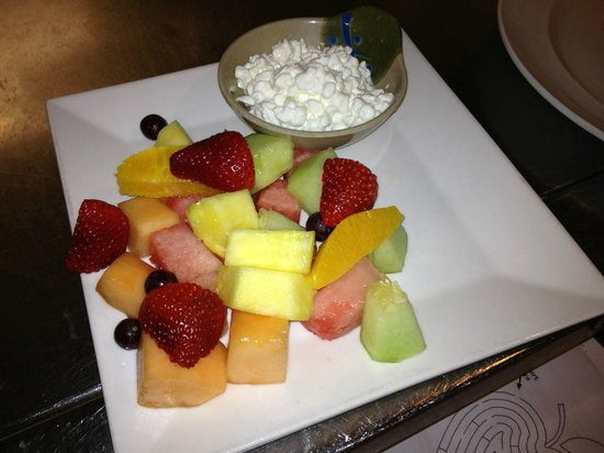 Cheers Restaurant : fresh cut fruit and cottage cheese