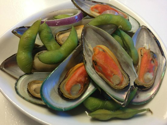 Cheers Restaurant : steamed mussels and edamame