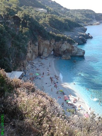 Hotel Damouchari:                   Milopotamos Beach
