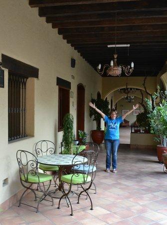 Hotel CasAntica:                   para caminar por los pisos interiores