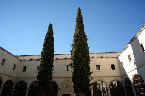 Parador de Cuenca 庭院