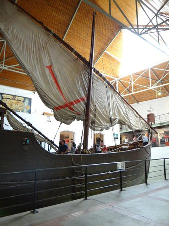 Bartolomeu Dias Museum Complex : The replica ship of Bartolomeu Dias