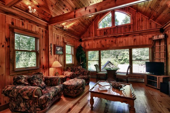Cherry Ridge Retreat: Boat House Family Room