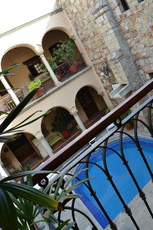 هوتل كاس أنتيكا:                   piscina pequeña pero armónica                 