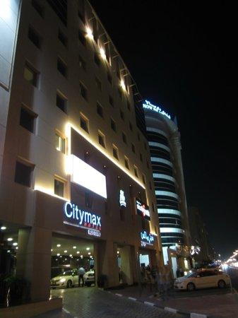 โรงแรมซิตี้แม็กซ์เบอดูไบ:                   Вид с улицы