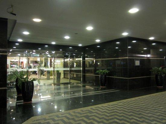 Citymax Hotels Bur Dubai:                   Вход в отель
