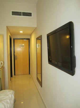 Citymax Hotels Bur Dubai:                   Коридор в номере