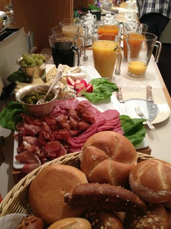 Hotel Victoria: Fantastic German breakfast!