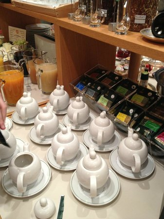 Hotel Victoria: The selection of tea for breakfast