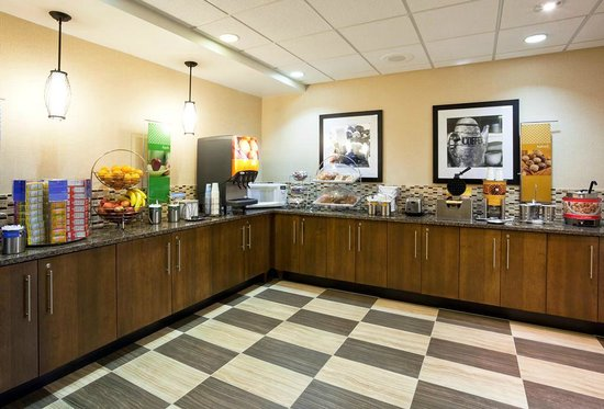 Hampton Inn Rockford: Breakfast Serving Area