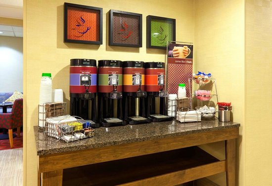 Hampton Inn Rockford: Coffee Station