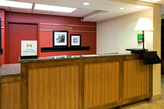 Hampton Inn Rockford: Front Desk