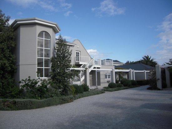 Ocean Eleven Guesthouse: Ocean Eleven front