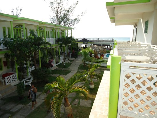 Fun Holiday Beach Resort:                                     The view towards the beach and pool