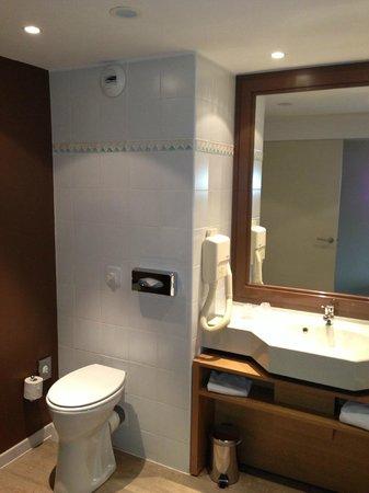 Mercure Toulouse Aeroport Golf de Seilh Hotel: Salle de bain