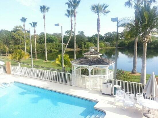 Comfort Inn Near Ellenton Outlet Mall:                   Lovely pool area overlooking the pond.