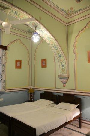 Narain Niwas Palace:                   Our glorious room