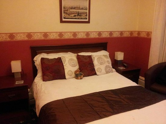 The Edwardian Lodge Guest House:                   Lovely big room