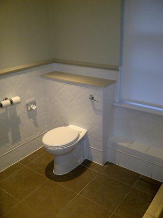 Innkeeper's Lodge Aylesbury (East), Aston Clinton:                                     spacious bathroom